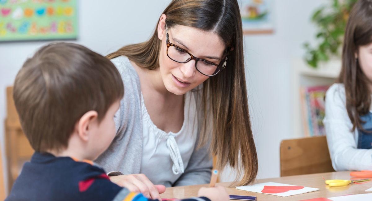 Quel rôle l'école doit-elle jouer dans l'éducation des enfants au bon usage des écrans ?