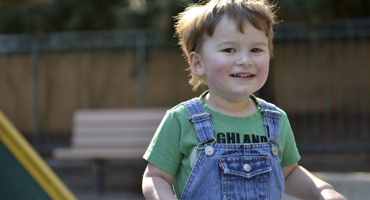 La surexposition des jeunes enfants aux écrans peut-elle entraîner des symptômes qui s'apparentent à ceux de l'autisme ?