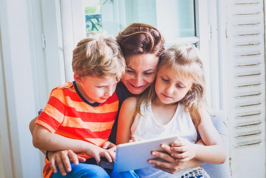 S'intéresser aux activités numériques de ses enfants sans faire de reproches