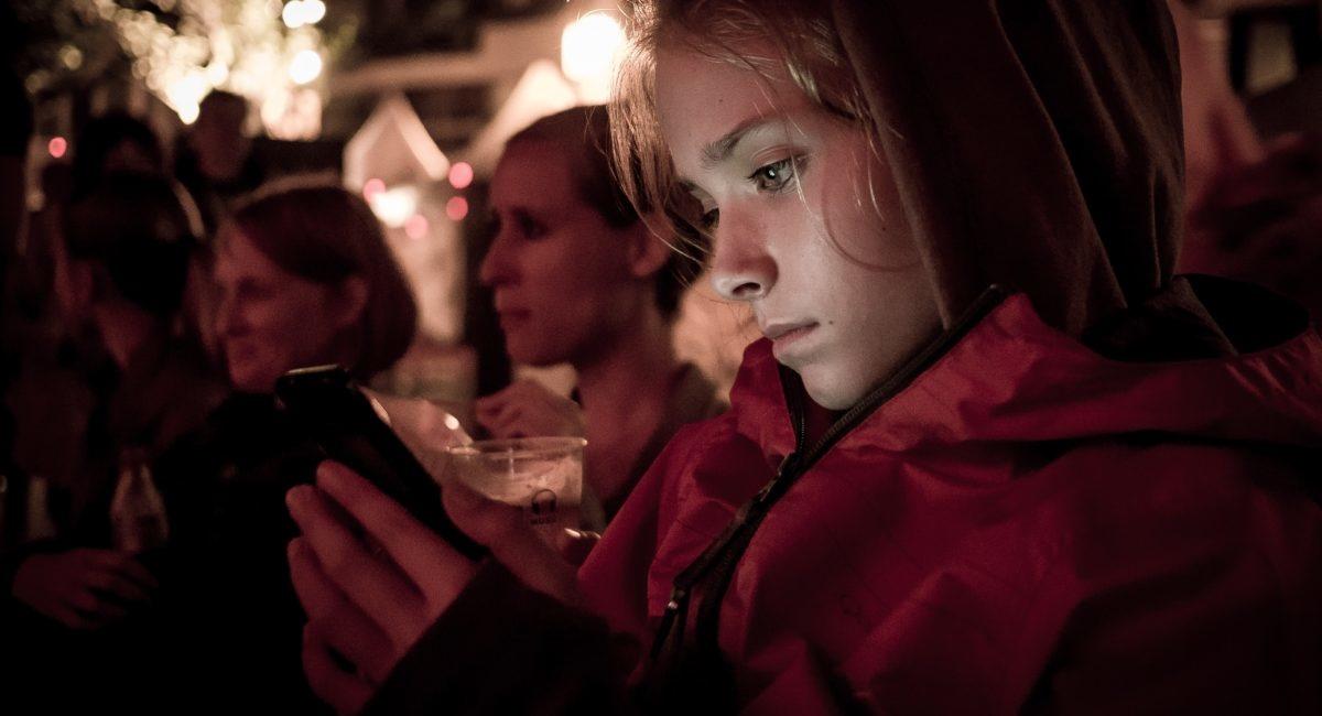 Faut-il interdire les réseaux sociaux à ses enfants lorsqu'ils entrent au collège ?
