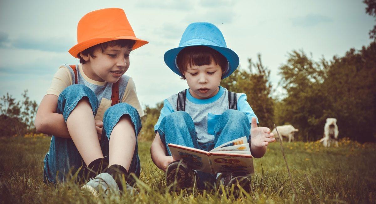 Les enfants continuent à lire malgré les écrans !