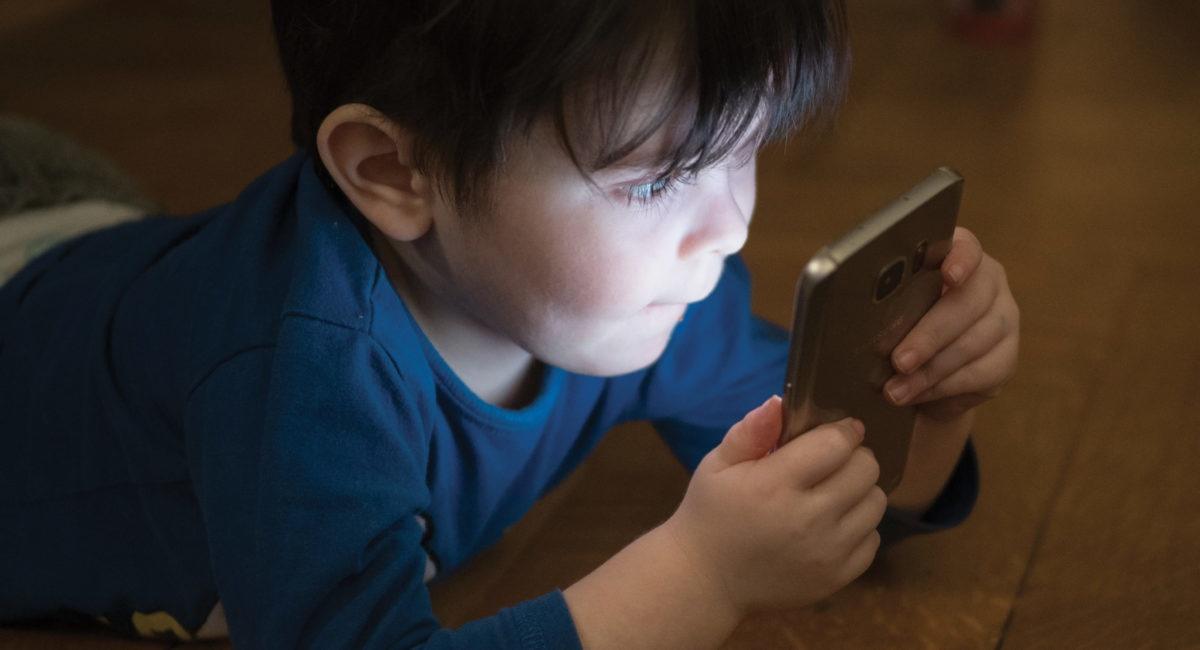 L'usage intensif des écrans a-t-il un impact sur le cerveau des enfants ?