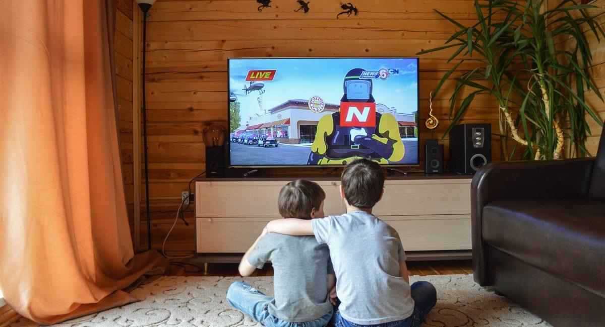Trop d'écrans, moins de sommeil : un risque de surpoids accru pour les enfants