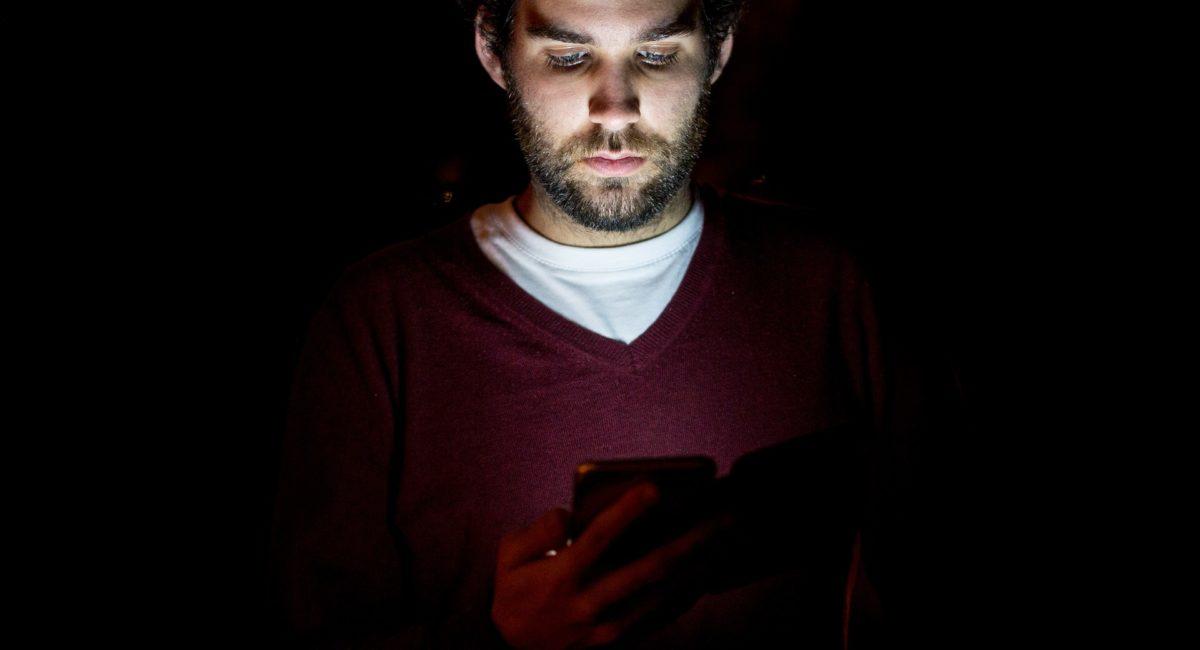 La lumière bleue des écrans a-t-elle un impact sur la fertilité masculine ?