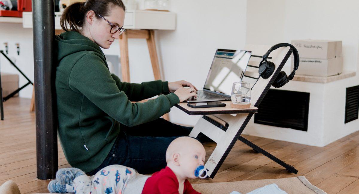 Serge Tisseron : « Quand les parents sont sur leur téléphone, ils ne répondent pas à leur bébé »